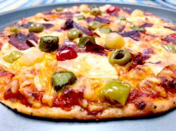 Pizza con queso, jamón serrano y toque picante de Toreras